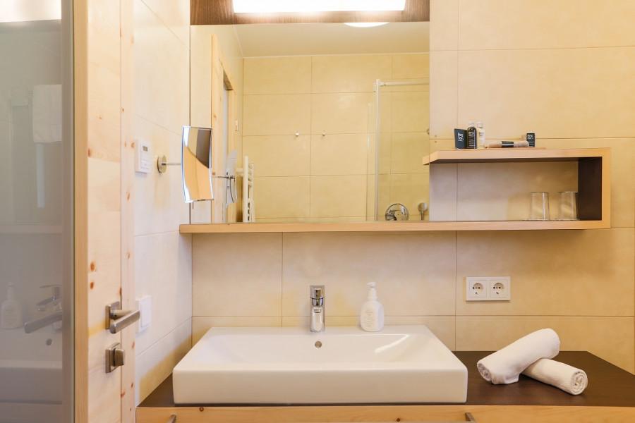 Camera singola hotel bolzano camere e suite al for Arredamento camere hotel prezzi